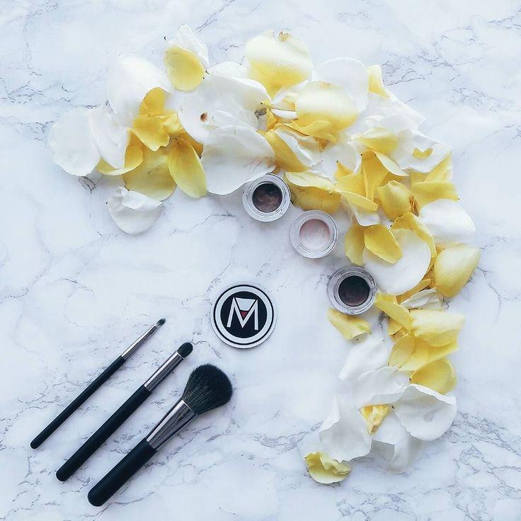 Maquilla tu rostro con pinceladas de amor recuerda que la piel es tan delicada como los pétalos de una rosa. - #tumaqui #makeup #maquillaje #tips #belleza #contorno #makeuplover #makeuprevolution #labios #lipstick #iluminador #vidademaquilladora #gloss #blogger #envios #gratis #nacional #internacional #box #productos #instamakeup #base #blush #maquillador #delineador #makeupaddict #fashion #mujer #moda #makeupfan