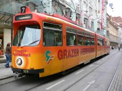 リエンツを出発、グラーツへ行きました。<br />アーノルド・シュワルツネッガーもグラーツ出身。<br />煉瓦色の屋根が印象的な街だそうです。<br />トラムが走っているので 電車好きな私にとってうれしい限りです。