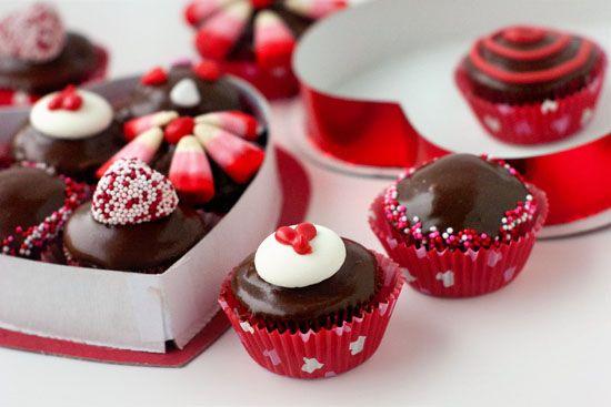 Mini Chocolate Box Cupcakes | heatherlikesfood.com
