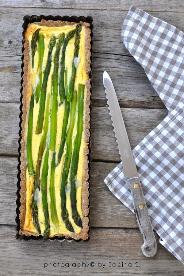 Quiche di asparagi e formaggio di capra con brisée al grano saraceno