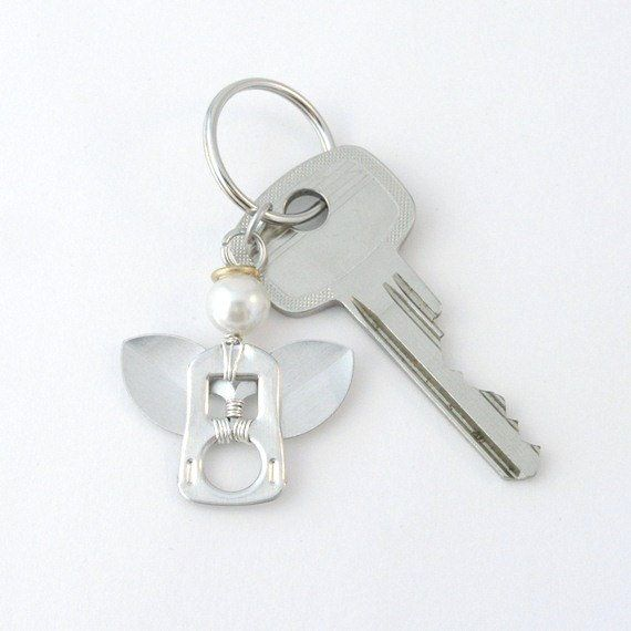 pop tab angel keychain - wire wrapped, keyring, upcycled, recycled ♫° Teresa Restegui http://www.pinterest.com/teretegui/°♫