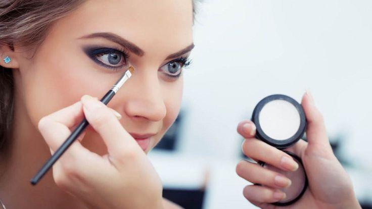Bu nedenle de kadınlar sürekli olarak makyaj trendleri takip ederek her adımda daha fazla bilgilenirler.