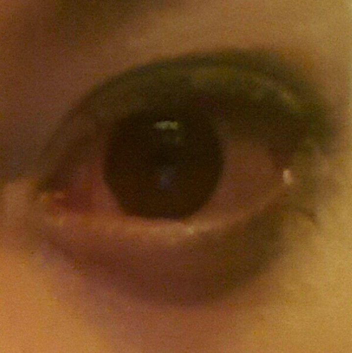 This morning I wake up with this red swollen eye :( I really feel pain buhhh #cosplayerlife #pain #redeyes #eye