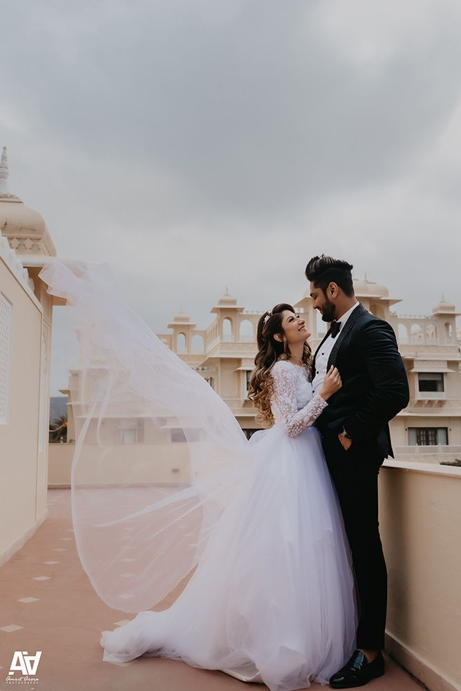 A Beautiful Wedding In Jaipur With The Couple In Gorgeous Wedding Outfits In 2020 Church Wedding Photography Wedding Outfit Indian Wedding Couple