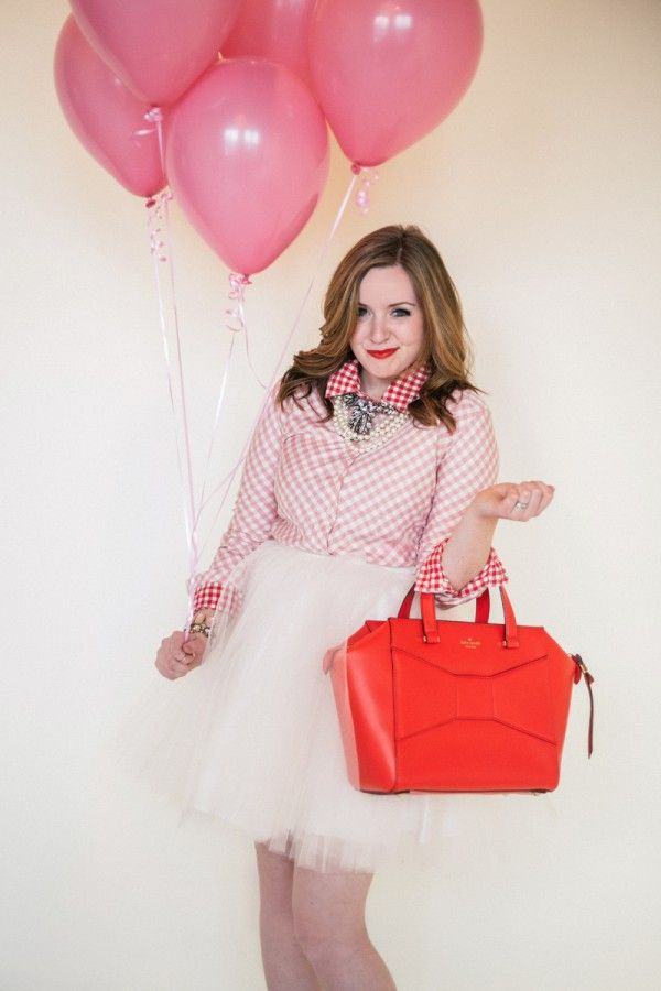 My dear Friend Lindsey is looking ultra adorbs for V-day!   Style Sessions: Three Valentine's Day Essentials | theglitterguide.com