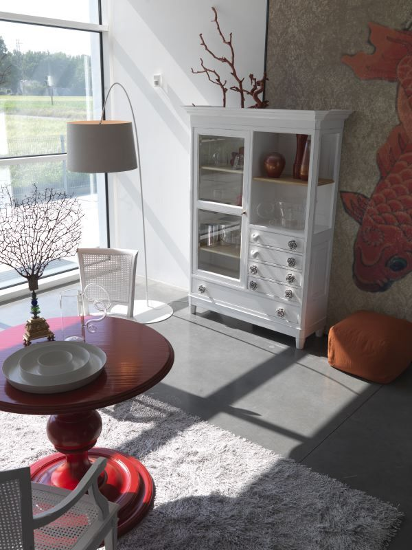 TC195 glass cupboard with DECORI handles D62 ceramic flawer white color D62 ceramic heart white color