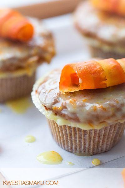 Babeczki marchewkowe z lukrem pomarańczowym.