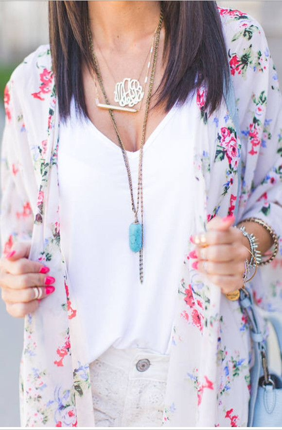 Jewel Stop: The Styled Avenue blogger is wearing a PacSun kimono, Old Love shorts, Shopbop tank and Alex and Ani jewelry.