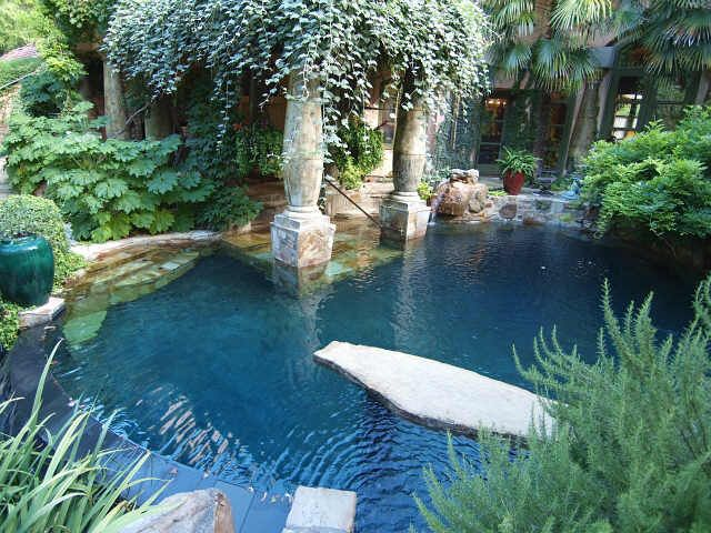 This mysterious, magical outdoor jungle is part of a Fort Worth, Texas mansion. I would love to duplicate it at my house.LOVE this!!!