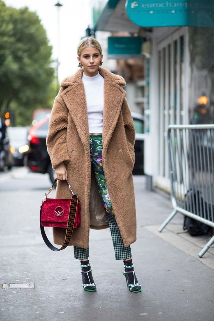 Nice 51 Gorgeous Street Style Coat 2018 Trends Ideas. More at http://trendwear4you.com/2018/02/07/51-gorgeous-street-style-coat-2018-trends-ideas/