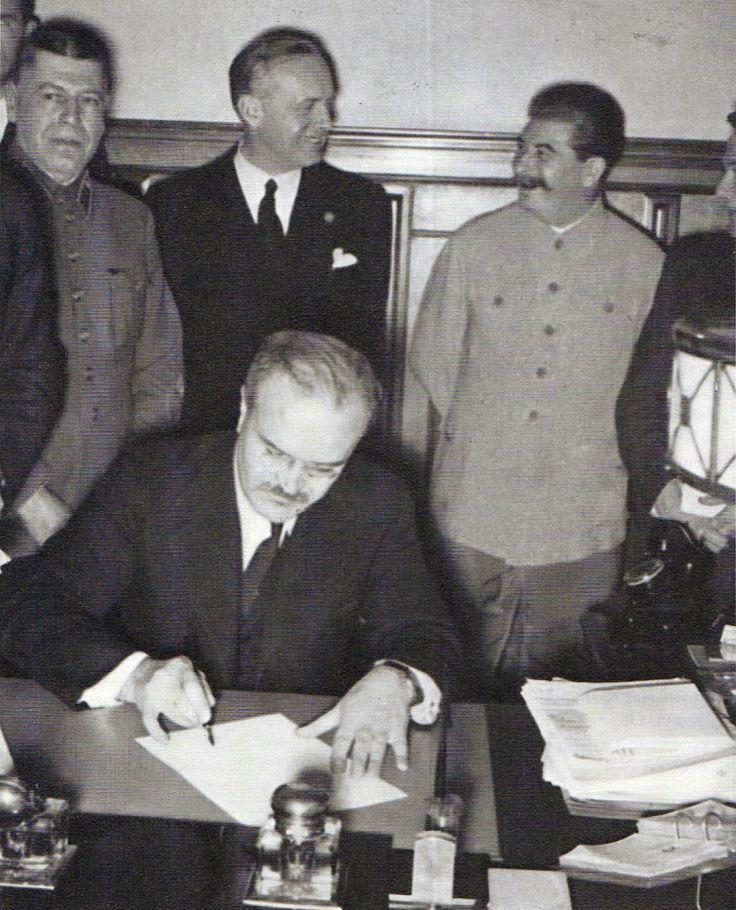 Der Deutsch-Sowjetische Nichtangriffspakt, bekannt als Hitler-Stalin-Pakt (nach den beiden Außenministern auch Ribbentrop-Molotow-Pakt oder Molotow-Ribbentrop-Pakt genannt), war ein auf zehn Jahre befristeter Vertrag zwischen dem Deutschen Reich und der Sowjetunion, der am 24. August 1939 (mit Datum vom 23. August 1939) in Moskau vom Reichsaußenminister Joachim von Ribbentrop und dem sowjetischen Volkskommissar für Auswärtige Angelegenheiten Wjatscheslaw Molotow in Anwesenheit Josef Stalins