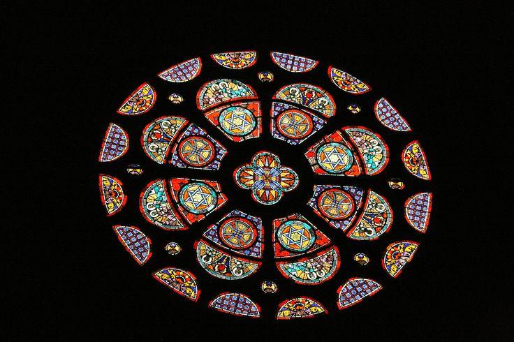 Eindhoven - St. Catharinakerk. De oude ramen waren in WO-II verloren gegaan en vervangen door glas-in-loodramen van onder meer Charles Eyck en Pieter Wiegersma. Foto: G.J. Koppenaal - 27/5/2015.