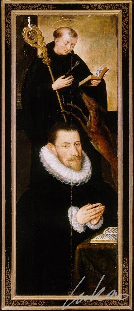 De schenker, in borstbeeld, met pijpkraag; zijn patroon, de Heilige Gillis, abt met open boek, een pijl in de borst en de hinde.