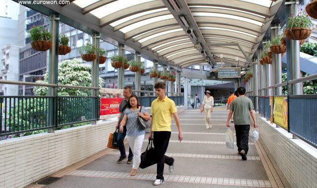Pasarela elevada en Hong Kong.
