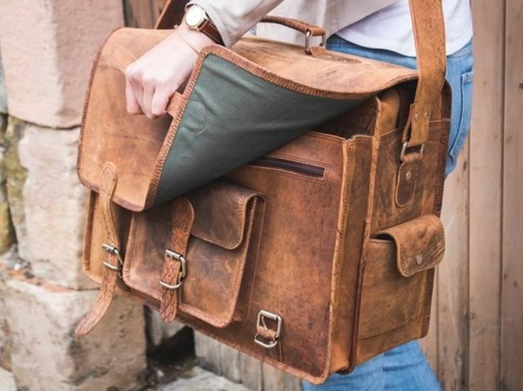 Scaramanga's largest and most spacious leather bag. The Overlander combines the spaciousness of a pilot's case with the retro style of our best selling vintage leather satchels. #vintagegift #gift #christmasgift #leatherbag