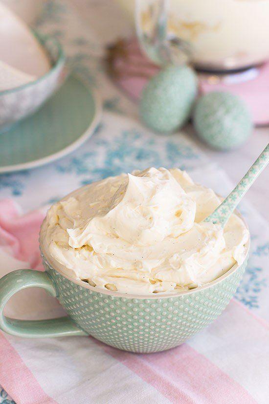 Para mi el buttercream de merengue suizo es la receta por excelencia perfecta como relleno y cubierta de cualquier tarta de capas.
