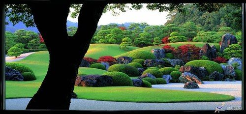 """""""The garden of Adachi Museum of Art in Shimane prefecture. Called as """"a living painting"""", this garden attracts many visitors with its variety of faces through four seasons."""""""