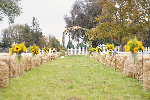 hale bales seating for outdoor wedding | farm wedding lounge i love farm weddings http www ilovefarmweddings ...