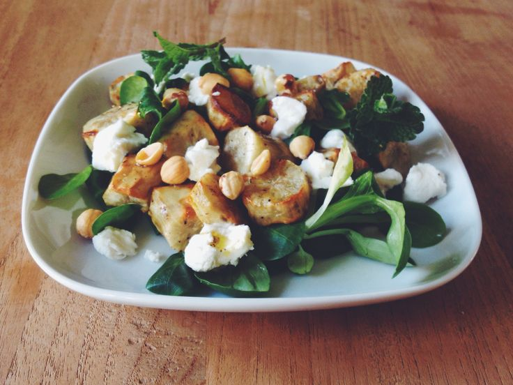 Salade met aardpeer, hazelnoten & geitenkaas |
