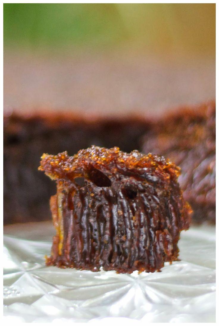 Kue Karamel / kue sarang semut / Caramel cake adalah kue jaman dulu yang selalu disukai dimana saja dan dapat dihidangkan dalam bany...