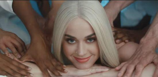 "Assista ao clipe de ""Bon Appétit"", de Katy Perry #Cantora, #Clipe, #Disco, #KatyPerry, #Lançamento, #Noticias, #Novo, #NovoSingle, #Single, #Vídeo, #Youtube http://popzone.tv/2017/05/assista-ao-clipe-de-bon-appetit-de-katy-perry-2.html"