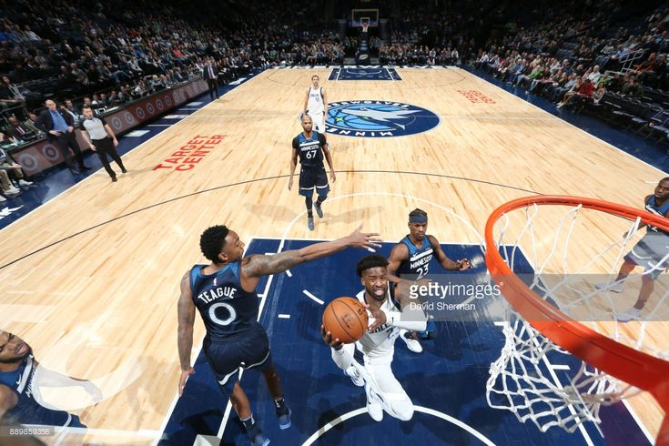 Wesley Matthews of the Dallas Mavericks drives to the basket against the Minnesota Timberwolves on December 10, 2017 at Target Center in Minneapolis, Minnesota.