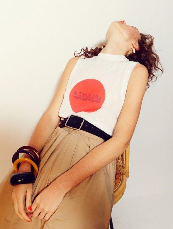 high waisted belt camel skirt white tank top red spot dot circle japan