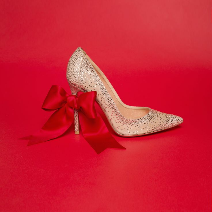 Tiny crystals add a bit of glimmer to a shiny pump