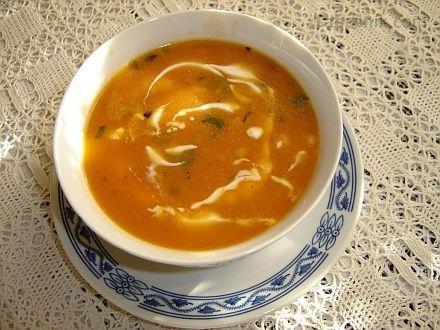 Cizrnová polévka s rajčaty (dochutit dle potřeby zkaramelizovaným cukrem)