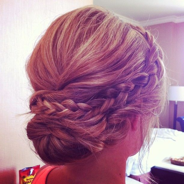 I really like the idea of having a braid in my hair this one looks really perfect