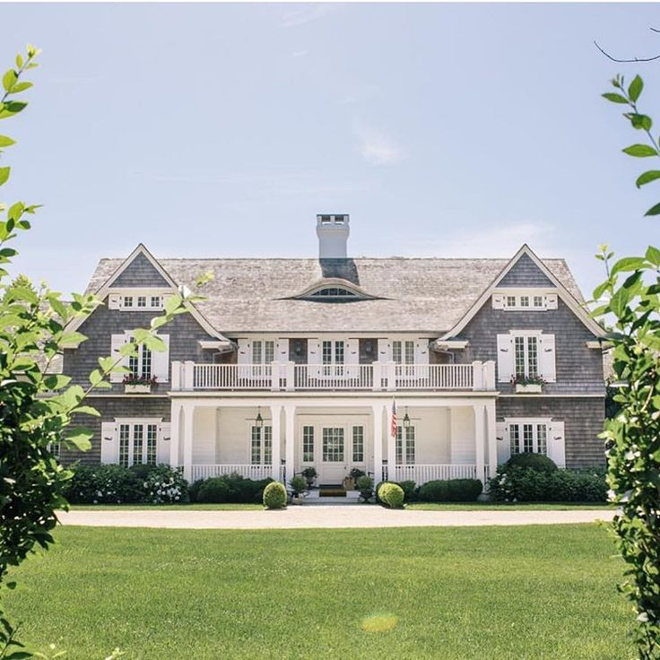 East Hampton Homes: East Hampton Symmetry..🌳🌳Via @beach_magazine П��🌳