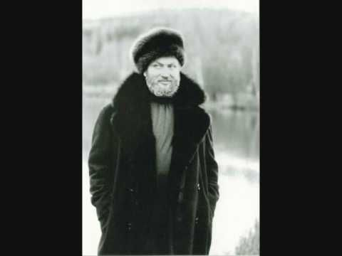 Famous Russian folk song by Ivan Rebroff (31 July 1931 – 27 February 2008) was a German singer, allegedly of Russian ancestry,with an extraordinary vocal range of four and a half octaves,
