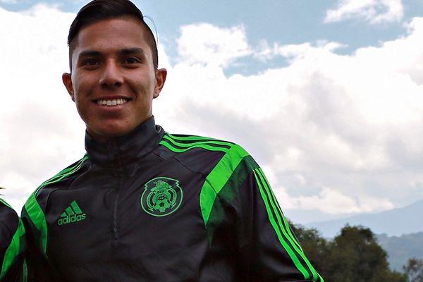 CARLOS SALCEDO APUNTA A EUROPA Carlos Salcedo tiene la doble misión de ganarse un lugar en la Selección mexicana y en el extranjero. Reportan pláticas por los servicios del defensa con equipos de Alemania y Portugal.