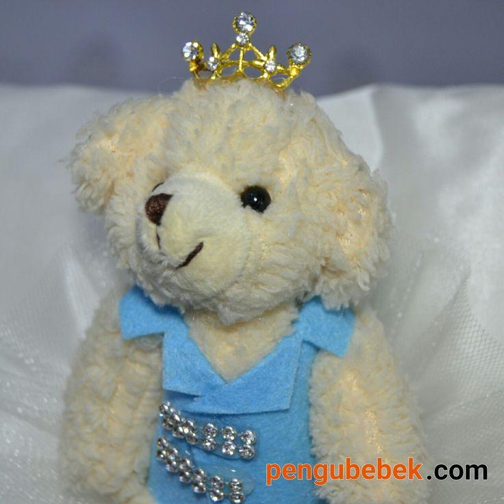 Prens ayıcıklı tafta kumaş bebek takı yastığı. pengubebek.com ' da