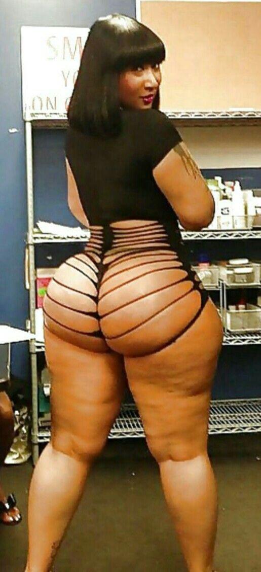 Nice hot chocolate girl with nice tits - 2 2
