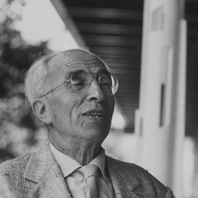 """André Bloc 