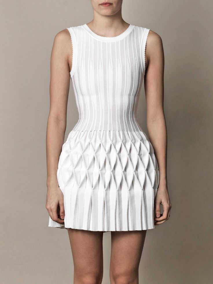 Structural Smocking - smocked & pleated dress - fabric manipulation for fashion design; white textures; 3D textiles // Azzedine Alaïa                                                                                                                                                     Más