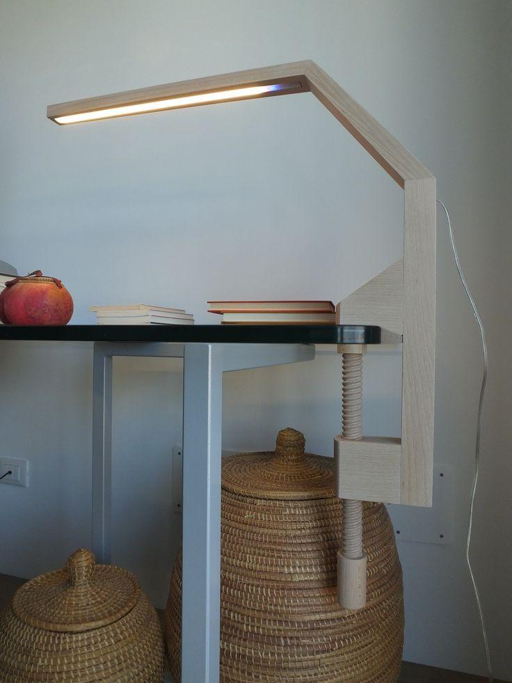 Lampada a led mod. VIDUN - lampada artigianale in legno massello di faggio trattata con olio naturale ecologico - accensione con interruttore touch incorporato nel led