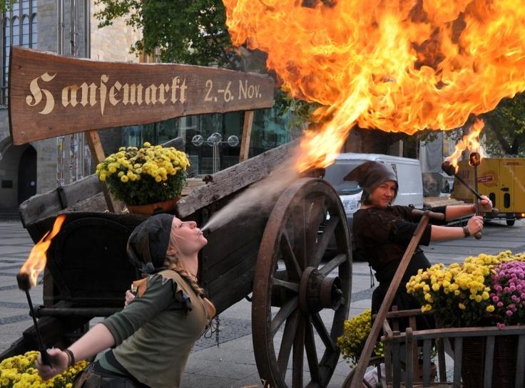Fefmire Feuershow auf dem Hansemarkt in Dortmund 2012