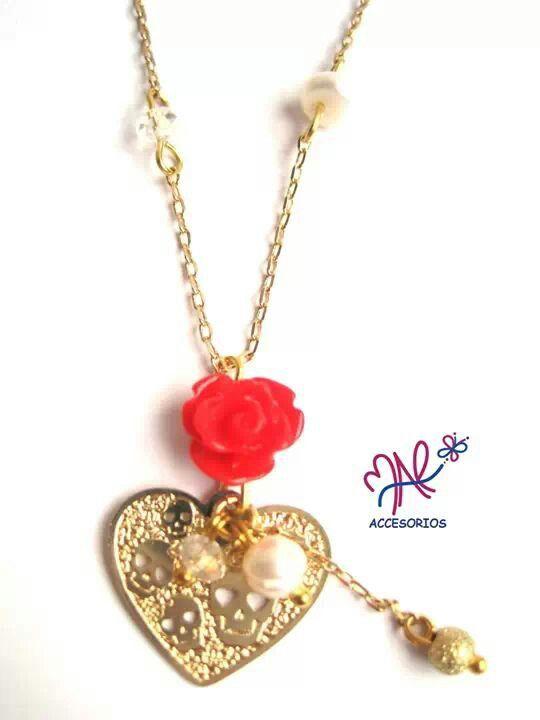 Mar Accesorios ♥ collar calaveritas in love!! oro golfield #accesorios #accessories #aretes #earrings #collares #necklaces #pulseras #bracelets #bisuteria #jewelry #colombia #moda #fashion