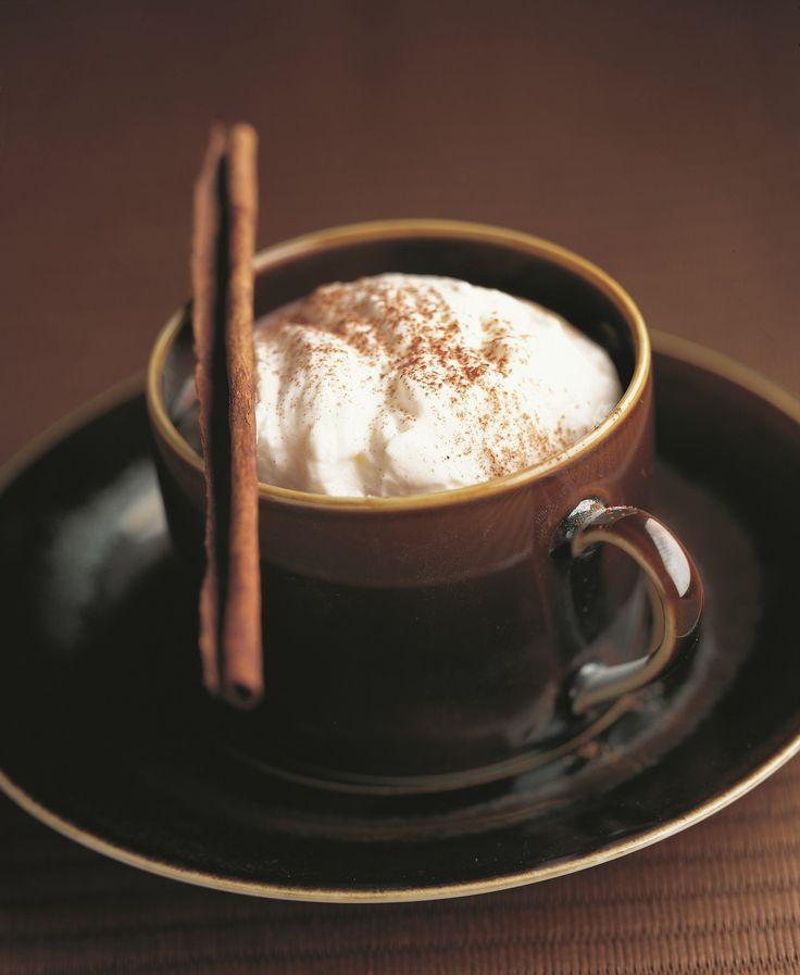 La recette du traditionnel chocolat chaud viennois. Découvrez comment le réussir à coup sûr !