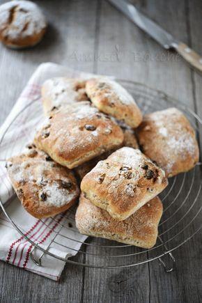 Aprés toutes ces recettes sucrées et riches, je vous propose des petits pains tendres au muesli. J'adore faire mon pain et je voulais une recette de petits pains plutôt tendres, à la mie bis et au muesli. Un pain réconfortant et parfait pour être dégusté...