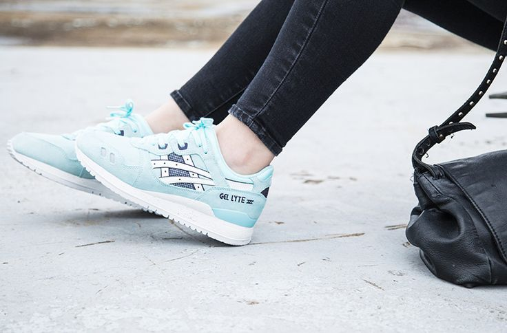 ASICS WOMENS GEL LYTE III TRAINER in BLUE TINT/WHITE