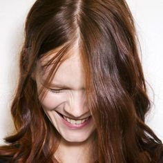 Des cheveux deux fois plus longs avec la cure de gingembre ?Que celle qui n'a jamais rêvé d'une baguette magique qui ferait pousser les cheveux pendant la nuit lève la main. Malheureusement, on n'a pas encore trouvé de recette miracle pour gagner 50 centimètres en 8 heures, − mais il existe des astuces bien réelles pour faire pousser les cheveux plus vite. Parmi elles, la technique naturelle de la cure de gingembre. Quels résultats en attendre ? On vous livre notre avis.
