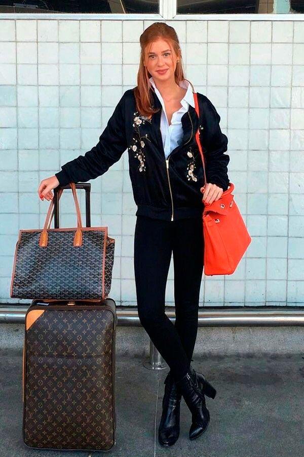 Marina Ruy Barbosa com look perfeito para aquela ponte aérea direto para uma reunião do trabalho: calça, camisa e bomber com bordados.