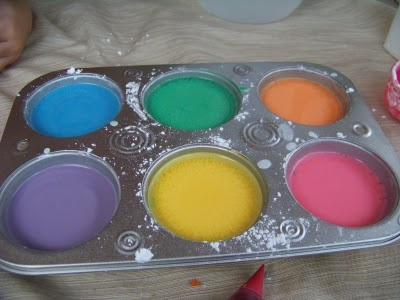 Super easy homemade sidewalk chalk. (equal parts water and cornstarch, food coloring, containers and brushes)