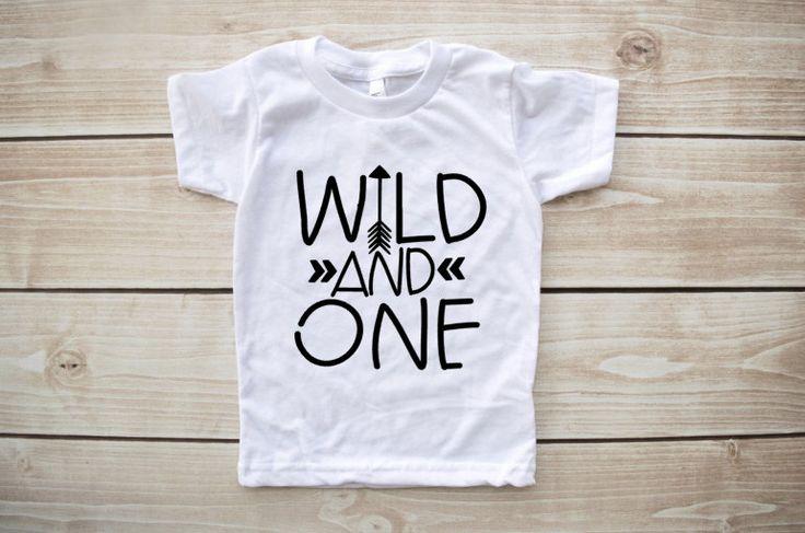 Quello selvaggio, primo compleanno camicia, selvaggio e uno, camicia di compleanno, uno, camicia di freccia, bambino selvaggio, 1 ° compleanno vestito, bday camicia, ragazzo, ragazza di Our5loves su Etsy https://www.etsy.com/it/listing/271371006/quello-selvaggio-primo-compleanno