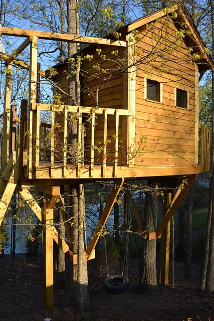 An adorable kid's tree house - very well done!!! Yet simple enough it makes me think we could do this for our kids one day =)
