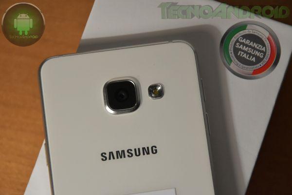 Galaxy A3 2016 è il modello base della nuova lineup presentata lo scorso anno da Samsung e che include anche A5 e A7. Vediamo il contenuto della confezione.