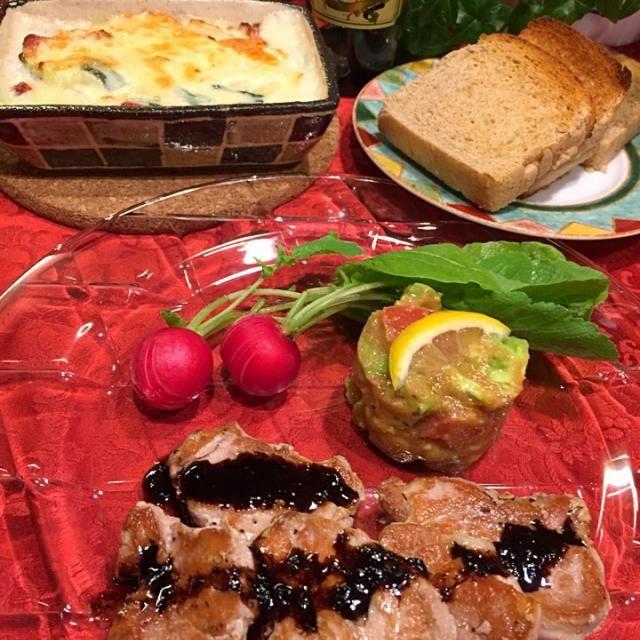 tomokoさんのアボカド明太サラダ 豚ヒレ肉のソテー〜〜トッシーのバルサミコソース添え 新タマ・ほうれん草・ベーコンのグラタン こんにゃくパン   ともちゃんのつくフォト見て食べたかった、tomokoさんのアボカド明太サラダ。 美味しかった〜〜 パンにのせながら食べました ワインに合う合う  久しぶりにトッシーのバルサミコソース。やっぱり美味しい  こんにゃくパン☝️ 全粒粉とふすまとこんにゃく粉で出来てるヘルシーさに惹かれて、買いました。 香ばしくて美味しかった。 明日の朝、スッキリ出るかな  ともちゃん、トッシー、食べ友お願いします - 162件のもぐもぐ - Tomoko Itoさんの料理 アボカド明太サラダ♥ by Mina0602